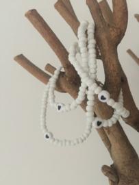 Wit armbandje elastiek met hartje