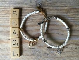 Armbandje Astrelle wit met Hartje, peace.