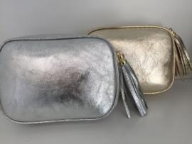 Nieuw! Leren cross your body tasje in zilver met kwast