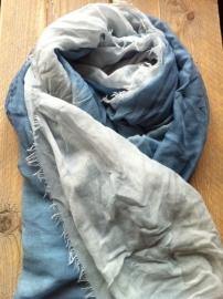 Sjaal Ster overlopend van blue naar babyblue.