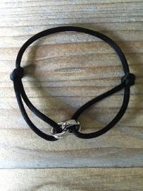 Armbandje Astrelle zwart met 2 ringetjes, goud of zilver.