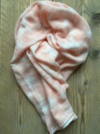 SALE. Sjaal peach met witte Sterren.