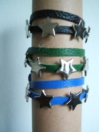 Wikkel armbandje leer met 5 metalen Sterren, diverse kleuren.