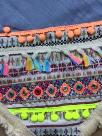 Ibiza style omslagdoek met franjes.