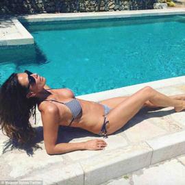 Elizabeth Hurley Bikini Mustique L 40