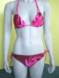 paars / roze bloemen bikini mt 34b / 36b