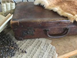 Oud donkerbruin koffertje