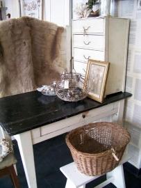 Keukentafeltje met zwart blad...Verkocht!