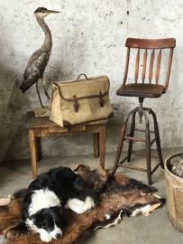 Oude kappersstoel, of industriële kruk...