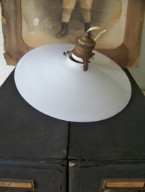 Lampenkapje van melkglas