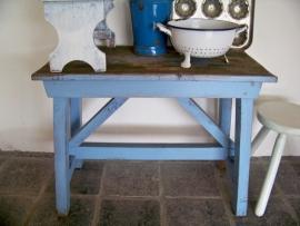 Blauw houten bankje