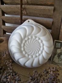 Witte aardewerken puddingvorm