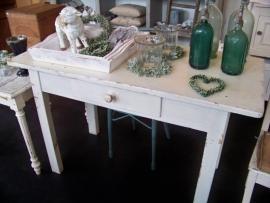 Stoere witte tafel