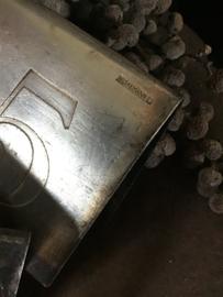 Oude verzilverde tafelnummers