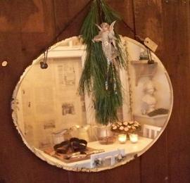 Oude ovale spiegel
