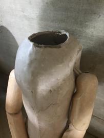Poppenlijfje van papier maché