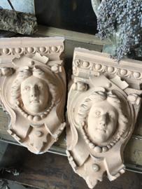 Oude ornamenten uit een kapel