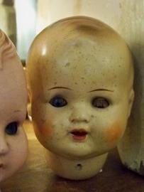 Verweerd oud poppenhoofdje