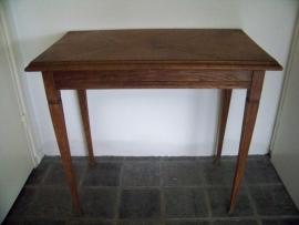 Klein oud tafeltje