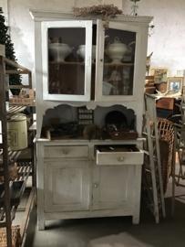 Mooie witte Antieke keukenkast