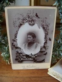 Zwart wit foto van dame
