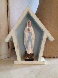 Kleine Maria in houten kapelletje...