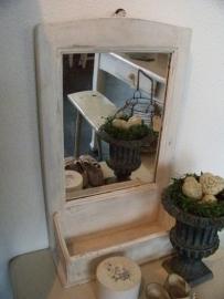 Spiegel met kammenbakje