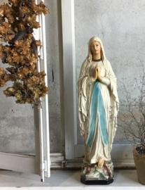 Groot oud Mariabeeld