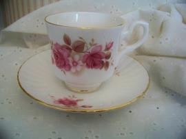 Enkel kopje en schoteltje, rose roosjes