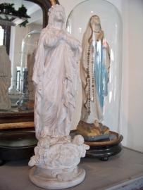Wit Mariabeeld met engelen