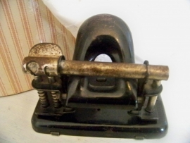 Oude zwarte perforator