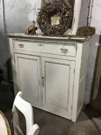 Mooie antieke witte meidenkast