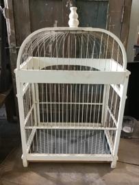 Oude halfronde vogelkooi