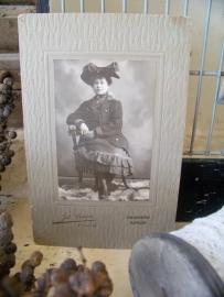 Oude foto op passe-partoutkaart