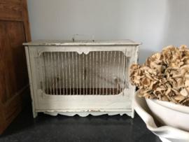 Witte houten vogelkooi