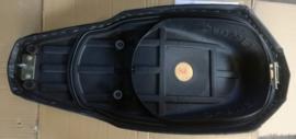 VOM - Xrace/F22 - Zadel kleur: creme (VAK-Z)