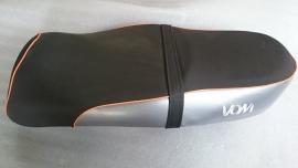 1 - VOM - Retro zadel Bella Milano - kleur: zwart/zilver/oranje (VAK-A)