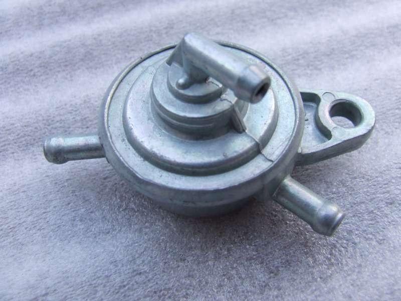 87 - Benzine vacuumpompje 3-aansluitingen  (VAK B-49A)