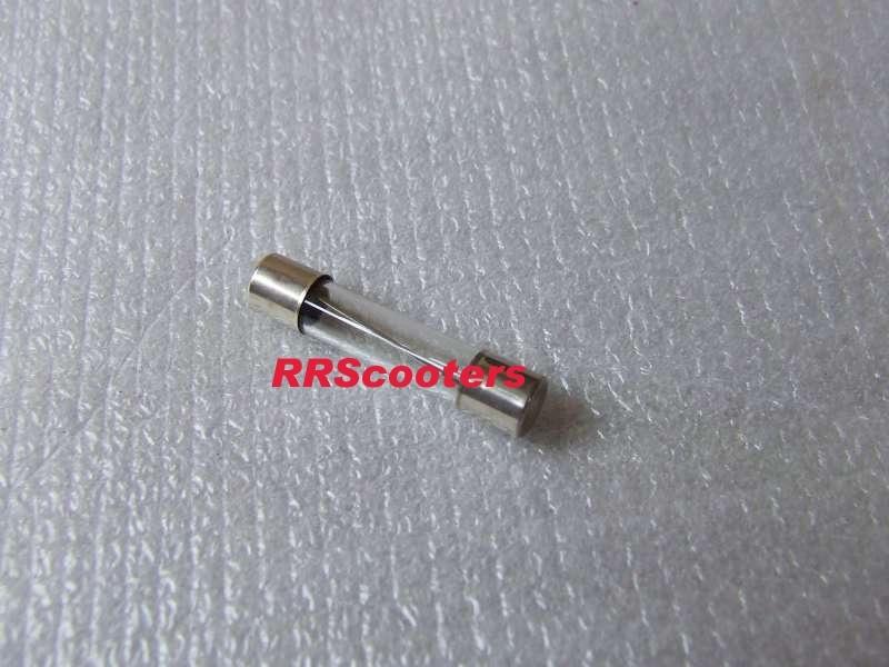 14 - zekering  (lengte 25 mm.) oa. voor Kymco, set van 2 stuks (VAK B-20/a)
