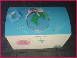 Speelgoedkist met geboortekaartje (XL)