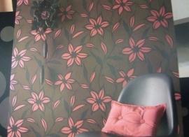 vlies modern bloemen behang bruin roze 90