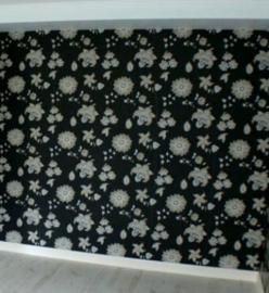bloemen zwart behang 761106