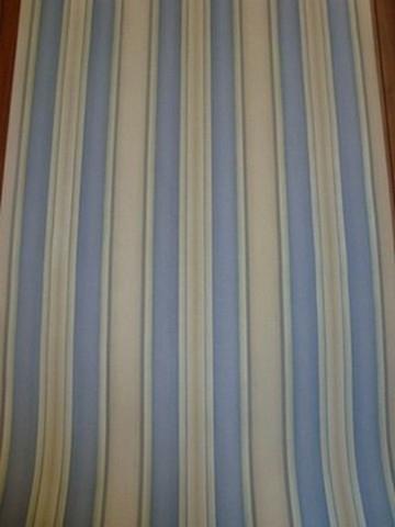 streepjes blauw vinyl satijn behang 1