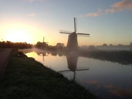 Fotobehang - Molens Alkmaar - schemer