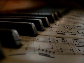 Fotobehang - Muziek - Detail Piano met Notenblad