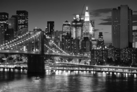 Fotobehang New York - Zwart wit - Big apple after sunset