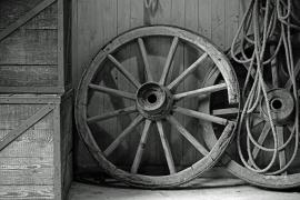 Fotobehang - Zwart-Wit - Oude Wielen - Old Wheels
