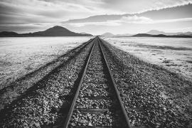 Fotobehang - Zwart-Wit - Spoorweg - Railroadtrack