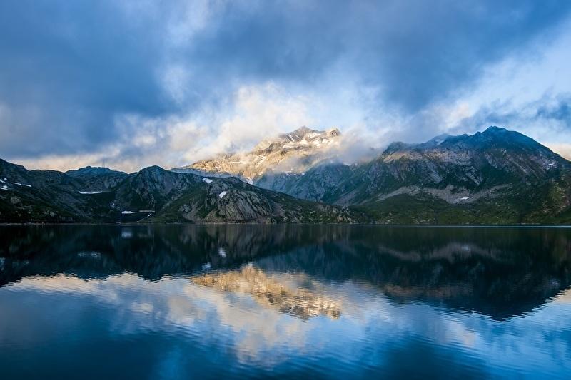 Fotobehang - Bergen - Berglandschap weerspiegeling