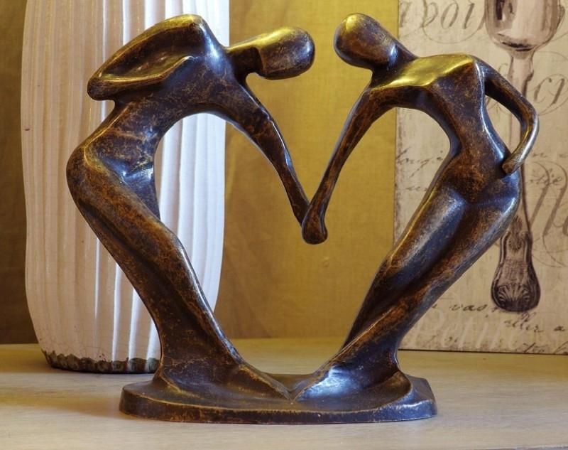 Beeld En Tuin.Bronzen Beeld Liefdespaar Hart Bronzen Beelden Huis En